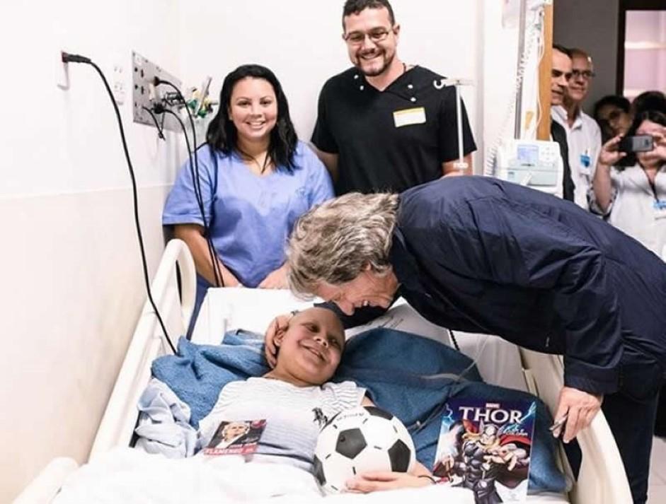Jorge Jesus visita crianças com cancro