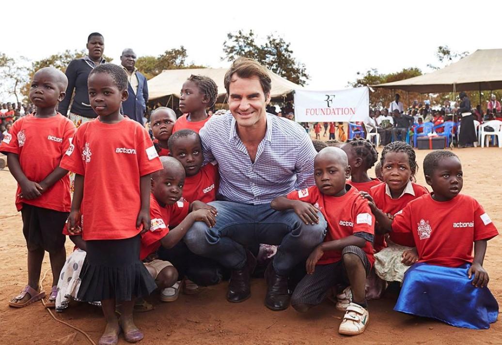 Roger Federer oferece educação