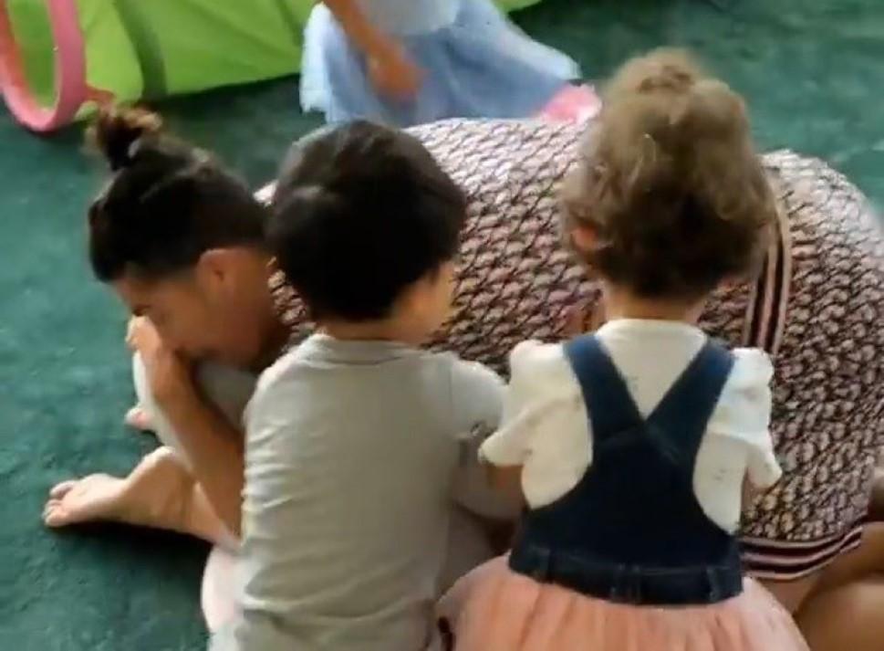 Cristiano Ronaldo e namorada deliciam-se com filhos