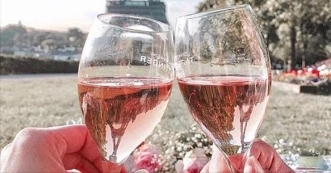 França procura pessoas para beber vinhos