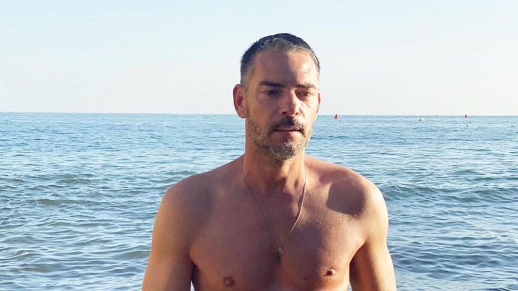 claudio-ramos-relaxa-na-praia