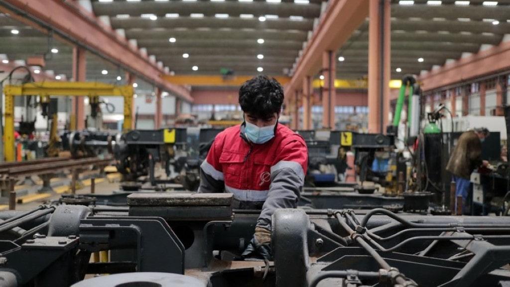 um terço dos portugueses são trabalhadores