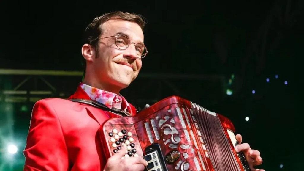 Renato Godinho dá baile com as audiências