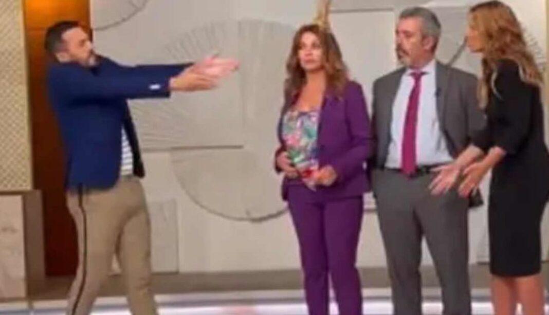 ristina Ferreira iniciou um 'Dois às 10' aos gritos! A apresentadora está a apresentar o 'Dois às 10', da TV
